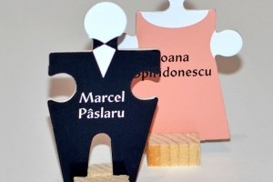 Puzzle Place Card Miri